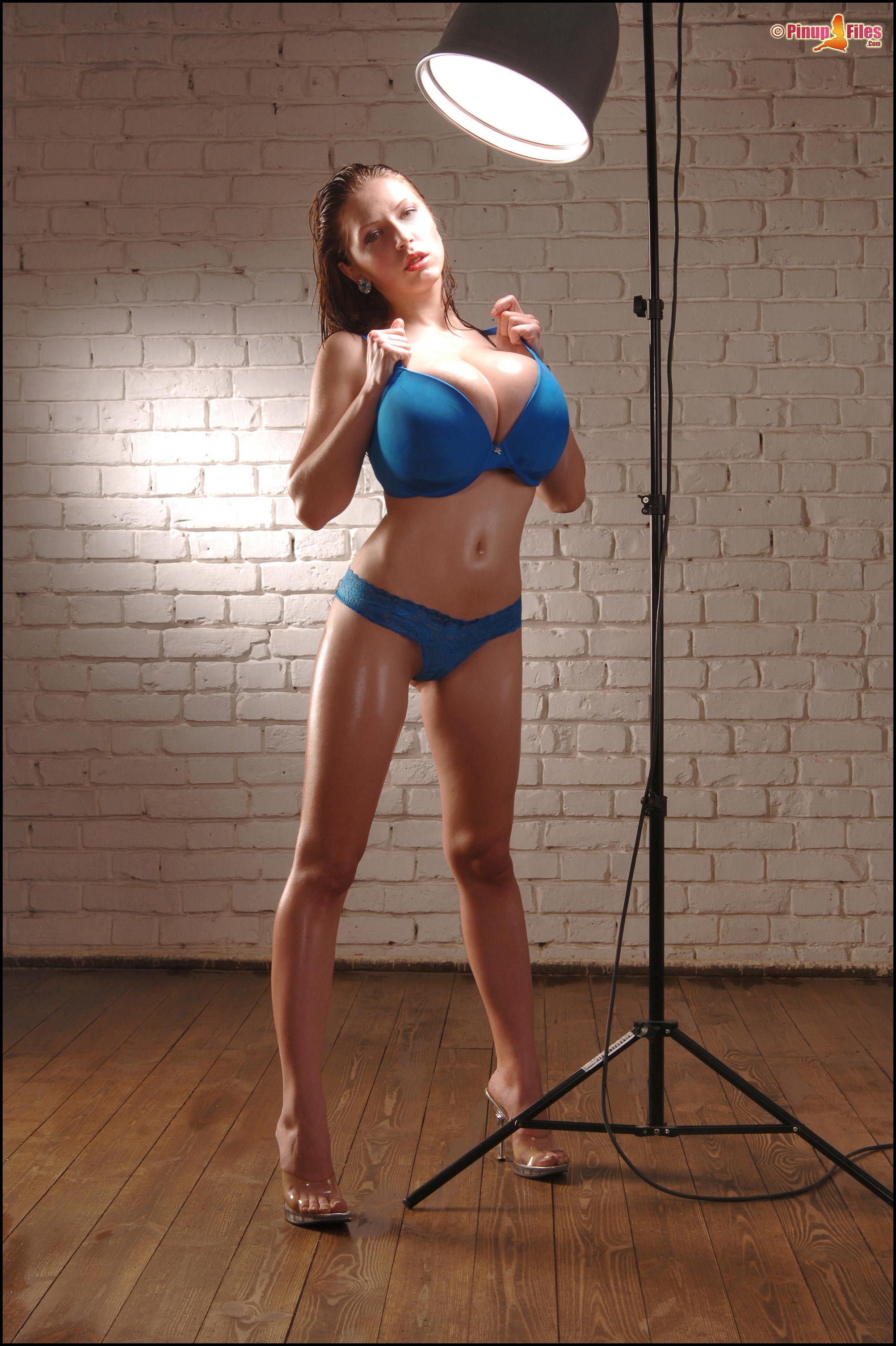 http://promo.pinupfiles.com/FHG/anyazenkova-vol10-set01/03.jpg