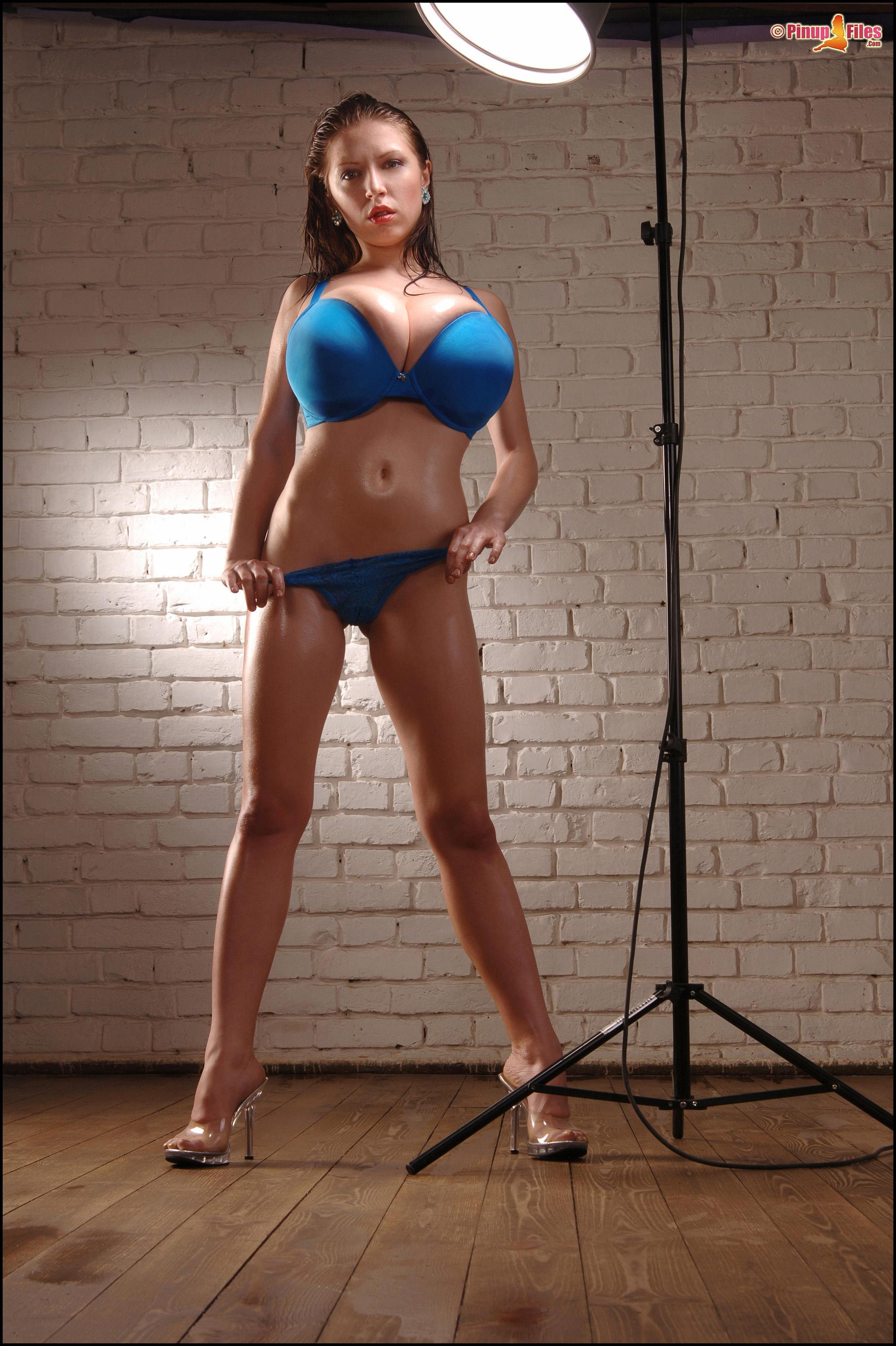http://promo.pinupfiles.com/FHG/anyazenkova-vol10-set01/04.jpg